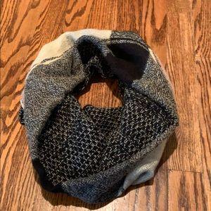 D&y reversible infinity scarf